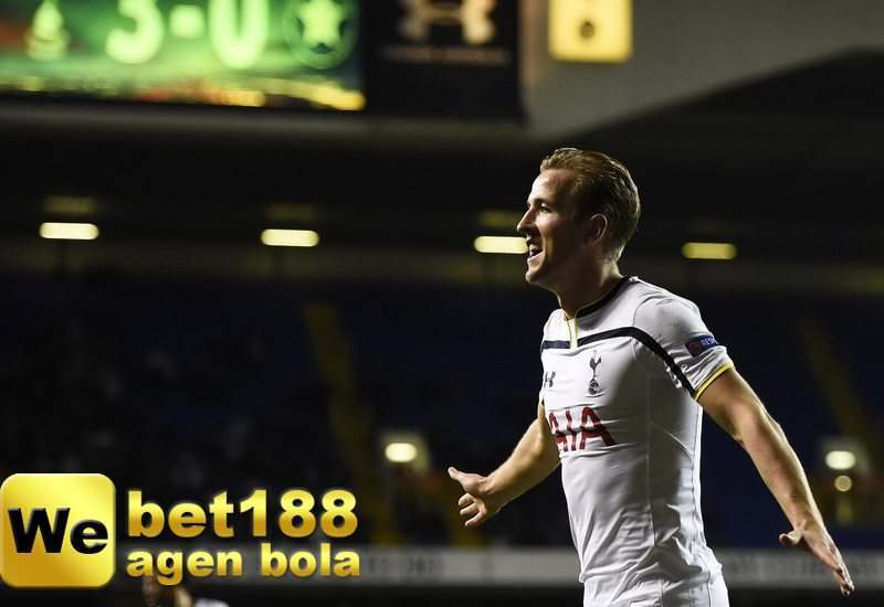 Tottenham Hotspur's Kane celebrates after scoring a goal against Asteras Tripolis during their Europa League soccer match at White Hart Lane in London